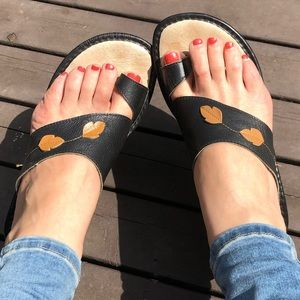 40 Fly Flot Leather Falling Leaves Sandals